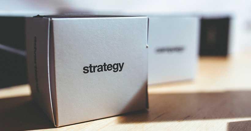 caixa com estratégias dentro.